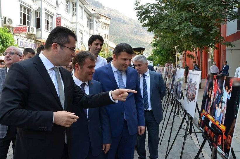 Gümüşhane Valisi '15 Temmuz Milli İradenin Yükselişi' Fotoğraf Sergisini Gezdi.