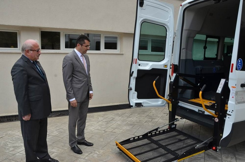 Gümüşhane'de Özel Engelli Minibüsü Hizmete Sunuldu