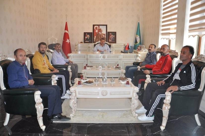 Kelkit Belediye Hürriyet Spor Kulübü Başkan Yılmaz'ı Makamında Ziyaret Ettiler
