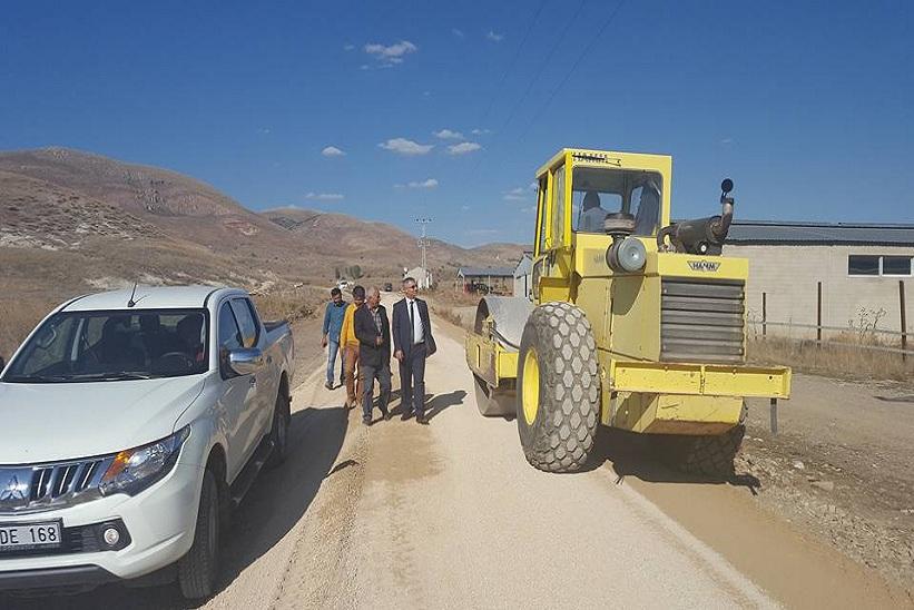 Kaymakam Yavuz Kaş Köyümüzde Yapılmakta Olan Asfalt Yol Çalışmalarını İnceledik