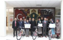 Dereceye Giren 3 öğrenciye Bisiklet Hediye Edildi