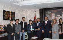 Kredi Yurtlar Kurumu Müdürü Ve Öğrencilerden Kaymakam Yavuz'a Ziyaret