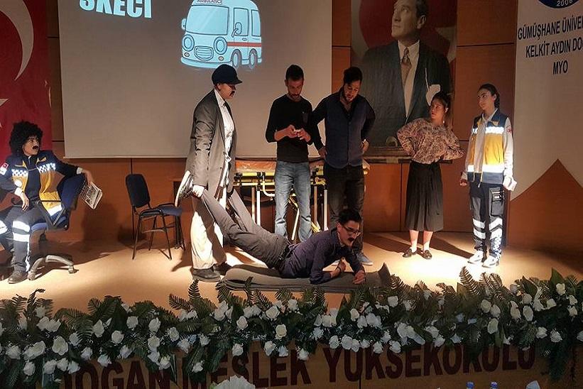 KADMYO Tarafından Tiyatro Ve Sanat Kulübünün Hazırladığı Skeçler Ve Mini Konser Düzenlendi