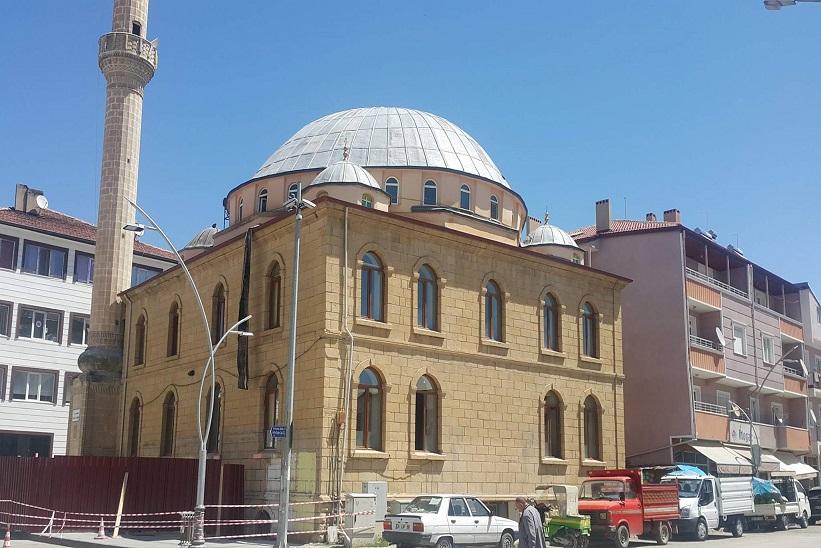 Yeni Camiyi Yıkıyorlar