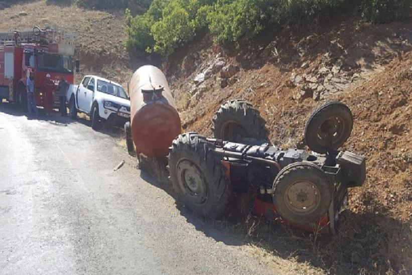 Traktör Devrildi 2 Ölü, 1 Yaralı
