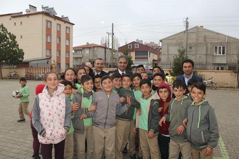 Kaymakam Yavuz Beraberindekilerle Behiye Mustafa Doğan Ortaokulu'nu Ziyaret Etti