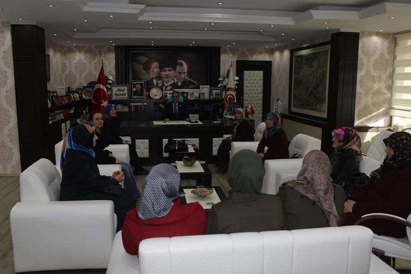 Kadın Kolları Başkanı Ve Yürütme Kurulu Kaymakam Yavuz'a Nezaket Ziyaretinde Bulundular