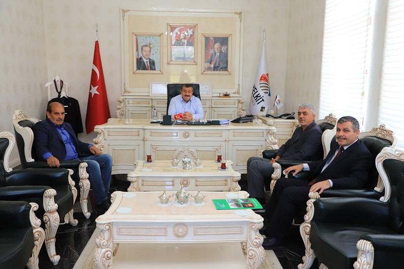 Muhtarlar Dernek Başkanı Belediye Başkanı Ünal Yılmaz'ı Ziyaret Etti.