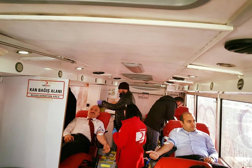 Kaymakam Aziz Onur Aydın Ve KHGB Müdürü Çetin Kaya Kan Bağışında Bulundular