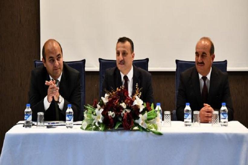 Vali Taşbilek Başkanlığında Muhtarlarla Toplantı Gerçekleştirildi.