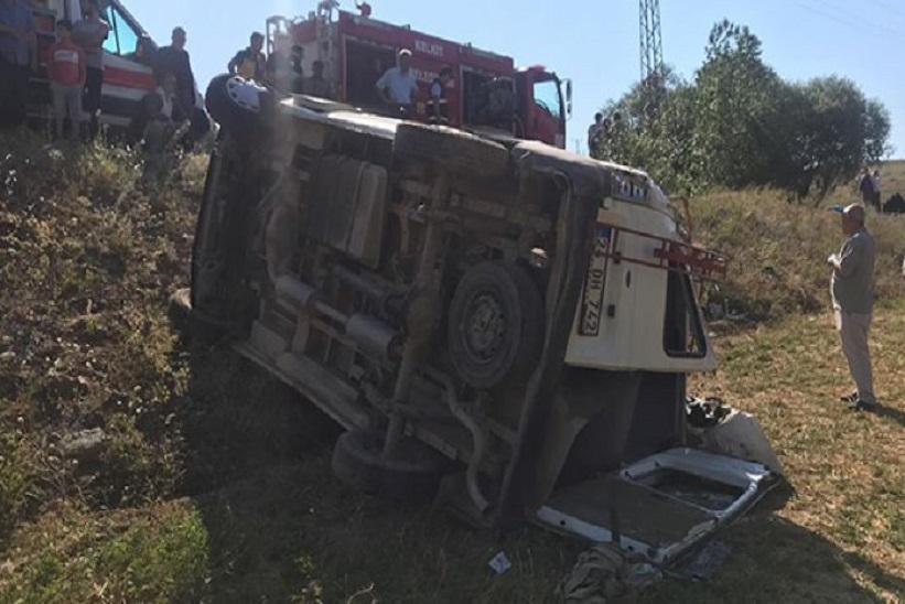 Trafik Kazasında 1 Kişi Öldü 18 Kişi Yaralandı.