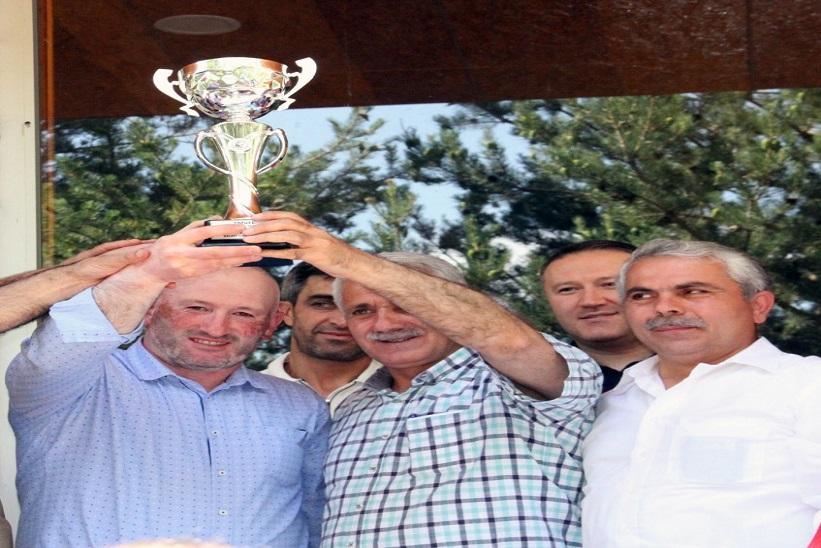 Başkanlar Şampiyon Takımı Kutlayarak Kupayı Kaldırdılar