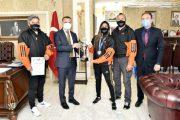Gümüşhane Valisi Taşbilek kickboks şampiyonu Azizoğlu'nu kabul etti